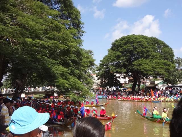 カンボジア水祭りのボートレース②