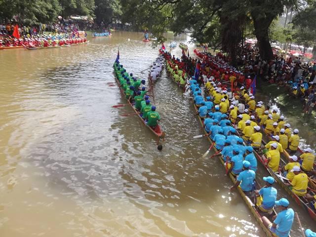 カンボジア水祭りのボートレース③