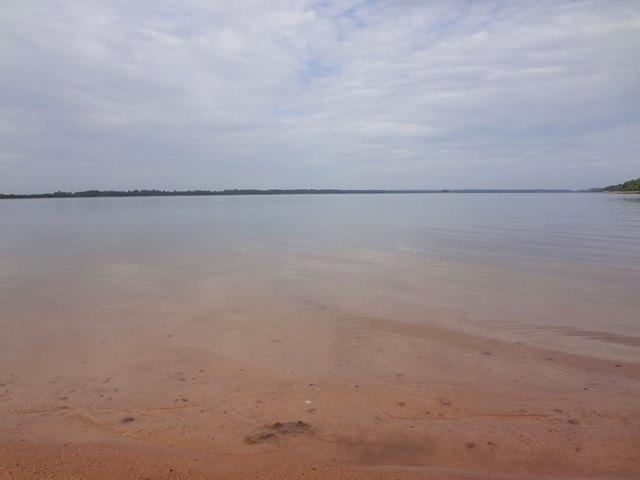 西バライの湖の水