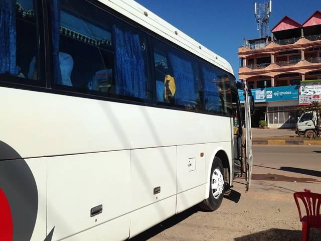 コンポントムへ向かうバス
