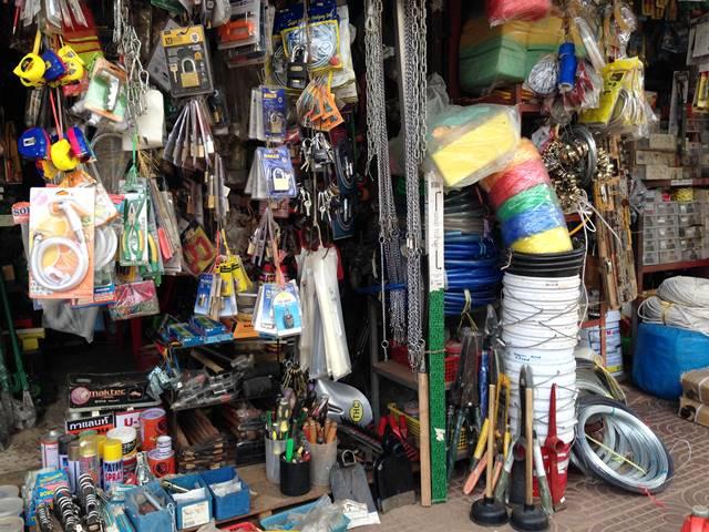 市場の工具店