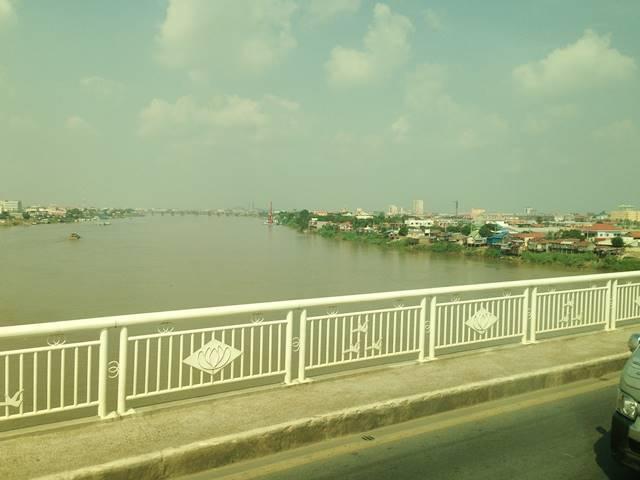 カンボジア日本友好橋をから見えるトンレサップ川