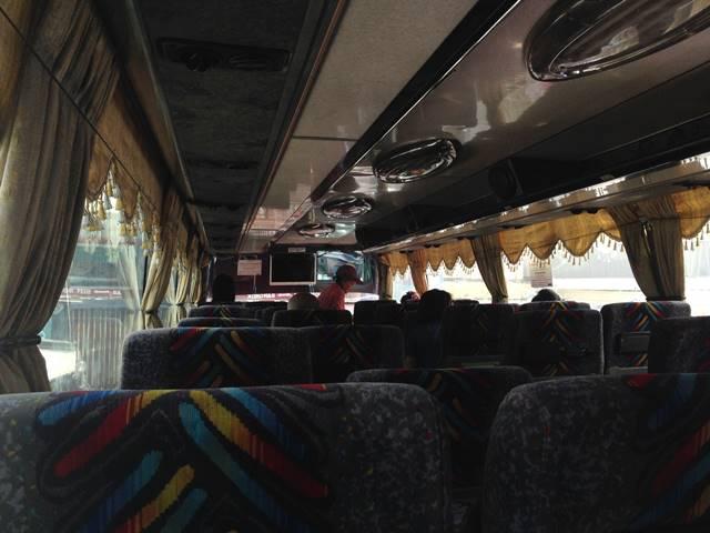 プノンペン発シェムリアップ行のバス車内