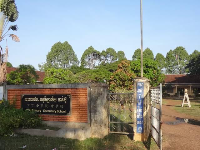 道の途中にあった日本の学校