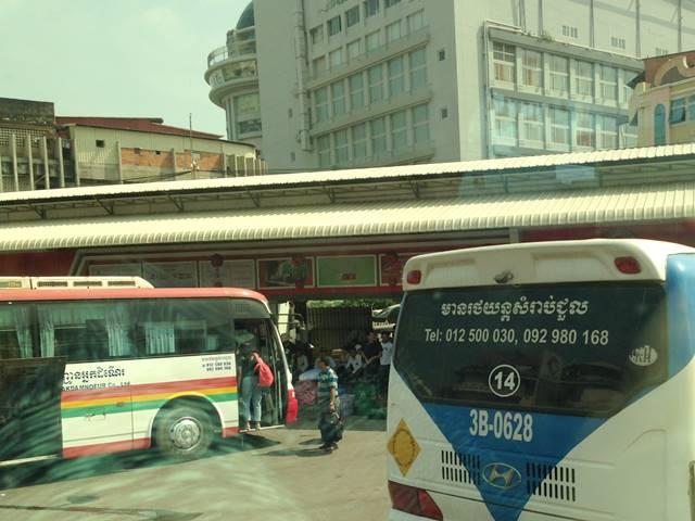 プノンペンからカンポットへバスで移動する