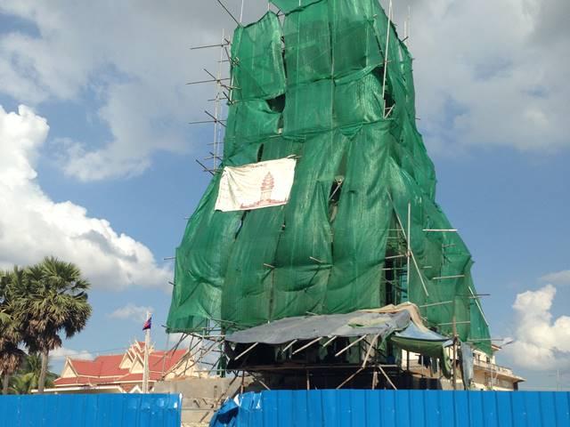 コンポントムで建設中の独立記念塔