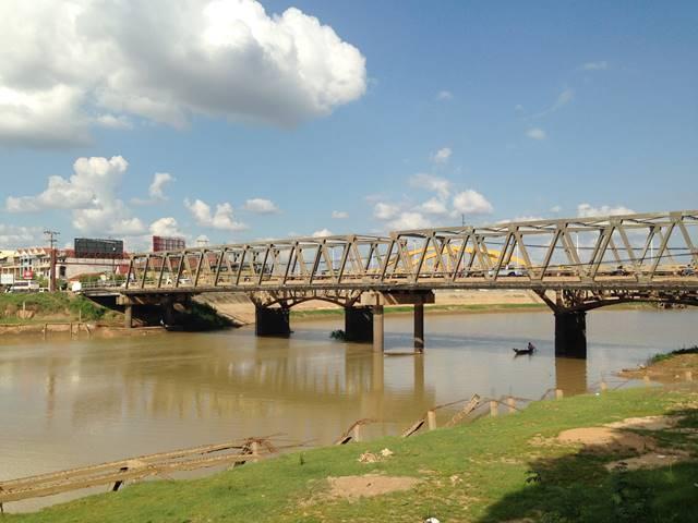 コンポントムのセン川に架かる橋
