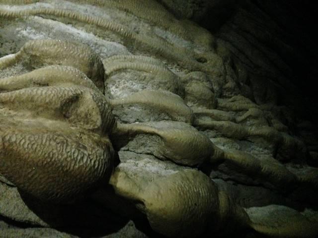 プノン・クバール・ロメアスの奇妙な岩