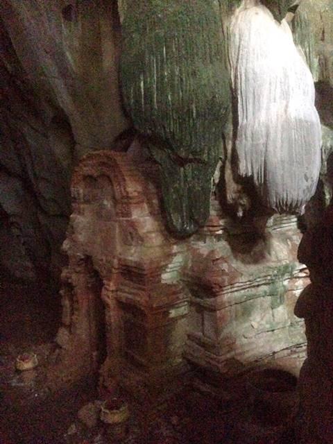 プノン・チュヌークの洞窟にある神秘的な祠堂