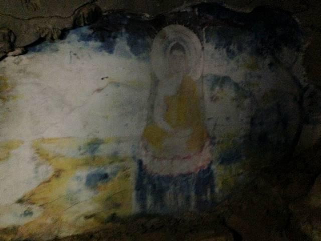 洞窟の中にあった仏陀の絵