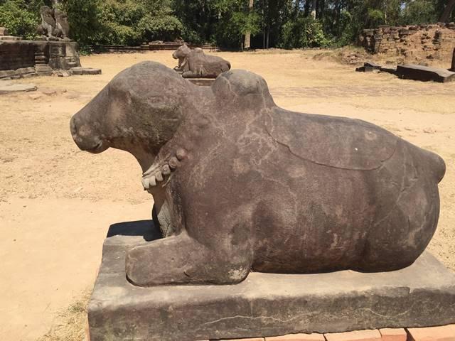 ナンディン牛の像