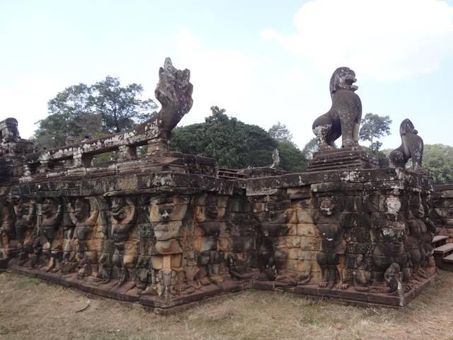 象のテラスのガルーダの彫刻