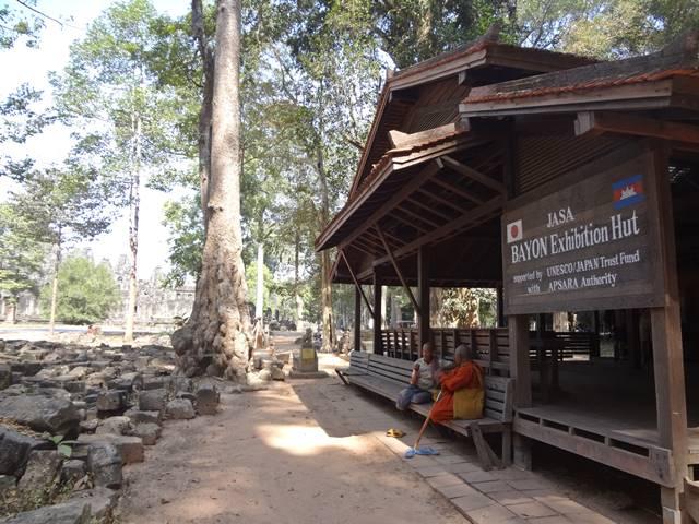 バイヨンに関する資料の展示された小屋