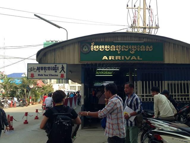 カンボジア・ポイペトの入国審査所