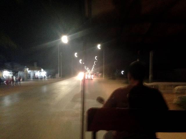 バス停から乗った無料送迎のトゥクトゥク