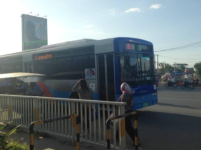 プノンペンの空港と市内間を走る3番のバス