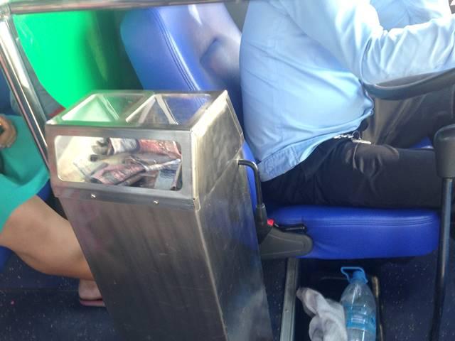 市バスの運賃を入れるボックス