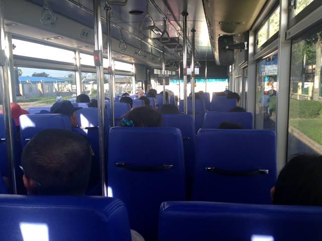 キレイな車内のプノンペン市バス