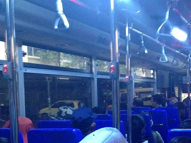 プノンペン市バスの次降りますボタン