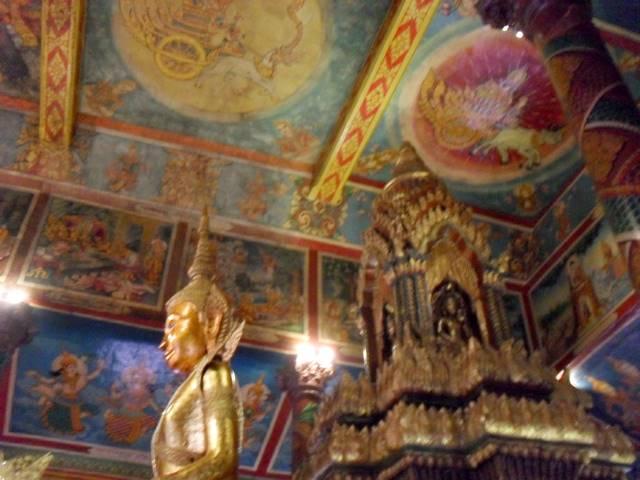 ワットプノンの本堂の中の壁画