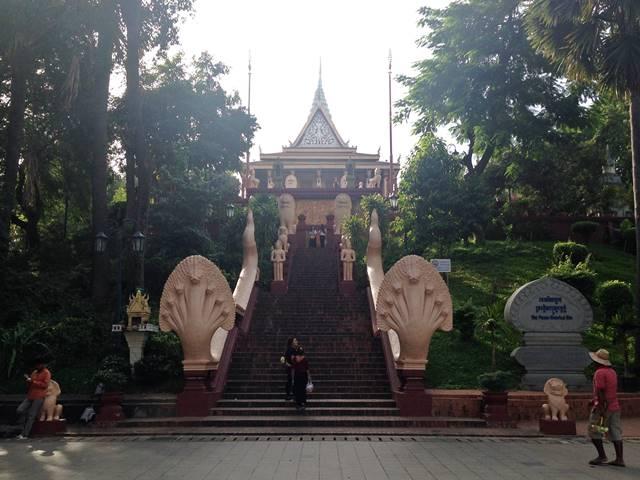 ワット・プノンの正面の大階段