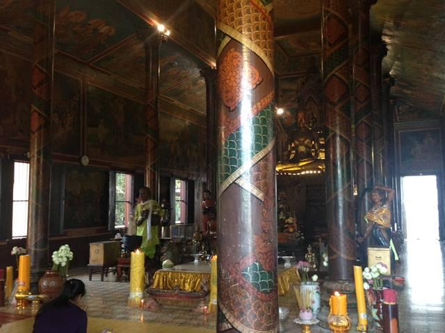 ワットプノンの本堂の仏像