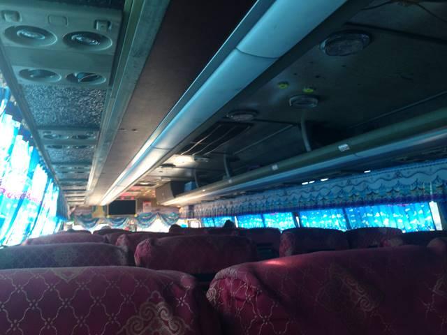 ポイペト行きのバスの車内