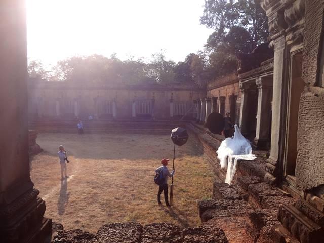 遺跡で結婚式の撮影