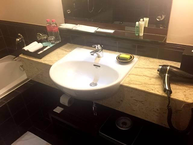 ル・メリディアン・アンコール・ホテルのバスルーム