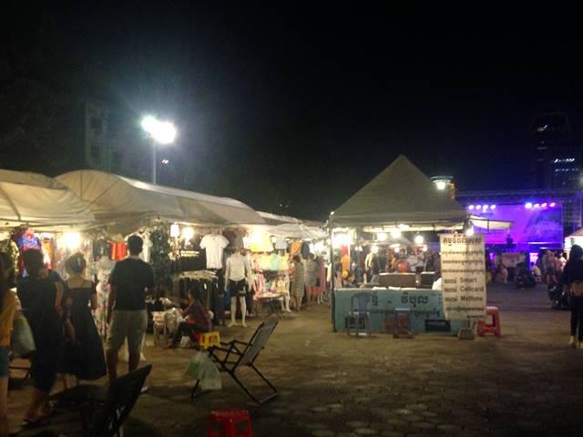 プノンペン観光「ナイトマーケット」