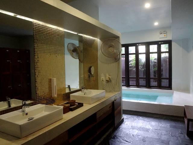 プリンス・ダンコール・ホテルのジャグジー風呂