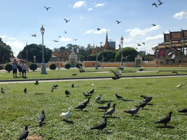 プノンペンの王宮前広場