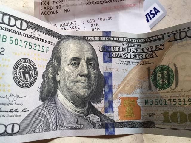 ATMで100ドルを海外キャッシング