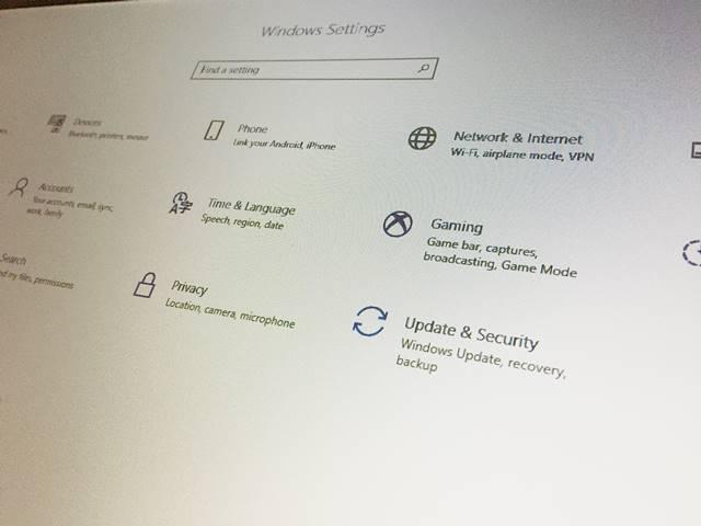 英語版のパソコンはメニューの並びも違う