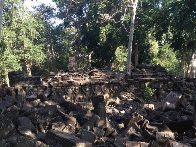 バンテアイチュマールの崩れた瓦礫