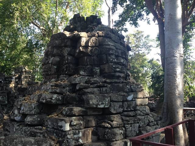 バンテアイチュマールの至近距離で見れる四面仏の像
