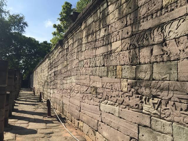 バンテアイチュマール外壁のレリーフ群