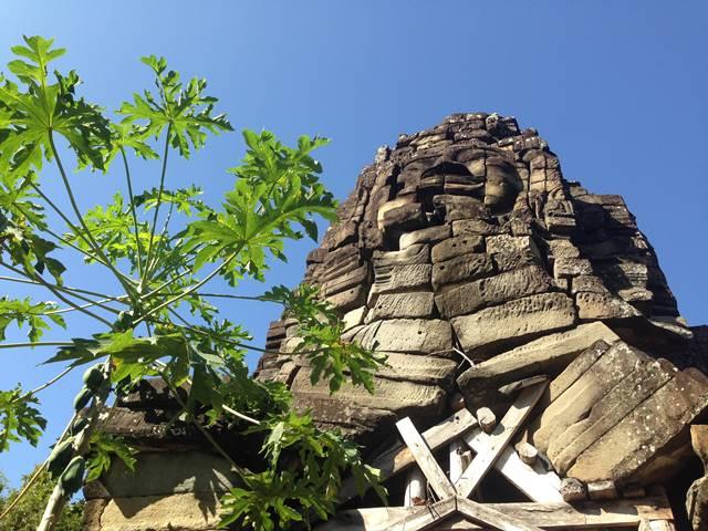 バンテアイチュマールのタプローム寺院の四面仏の塔
