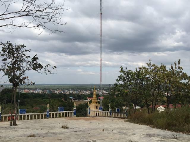 プノンスヴァイからシソポンの街を見下ろす