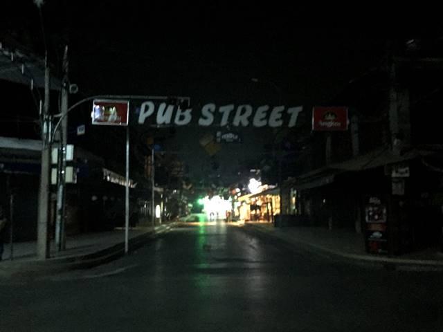観光客のいないパブストリート