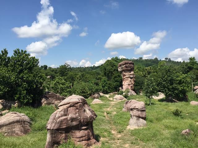 プーンタノンの奇妙な巨大岩