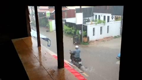 激しい雨「スコール」