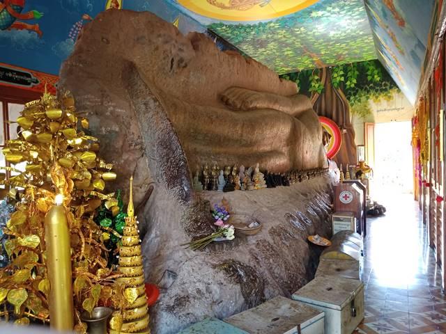 プレア・アントン寺の涅槃像