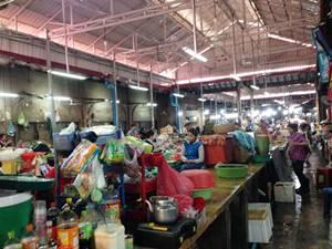 現地人も旅行者も集まる何でも屋「オールドマーケット」