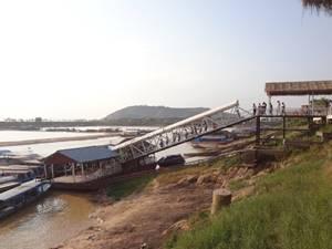 東南アジア・最大の湖トンレサップ湖で水上生活にふれる