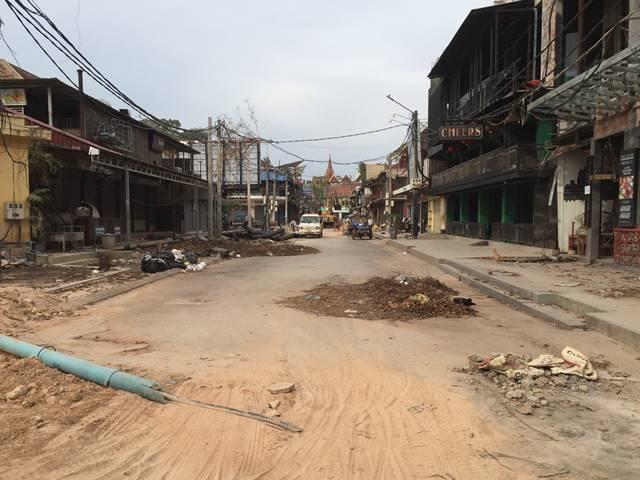 道路工事中のパブストリート