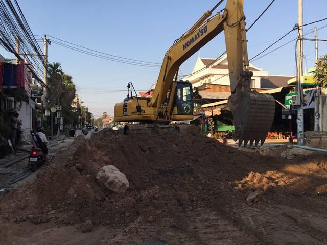 シェムリアップは道路工事の嵐にロックダウンが降り注ぐ!
