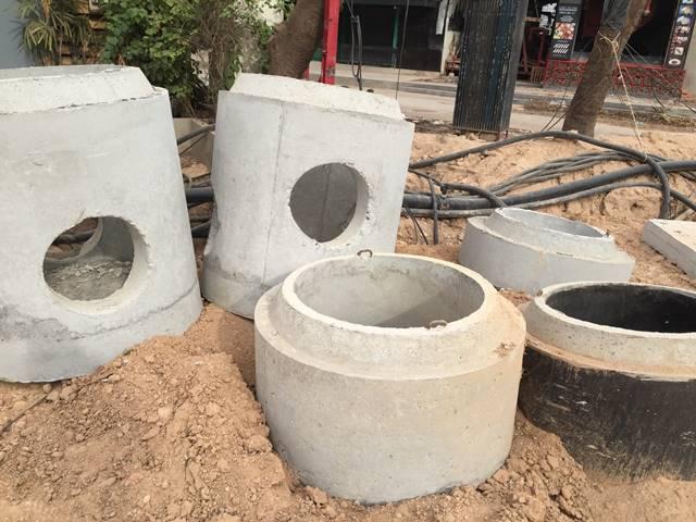 道路工事の下水管