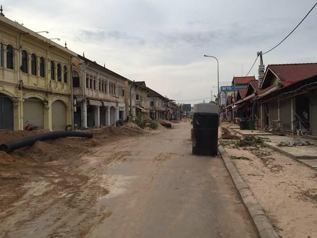 道路工事中のオールドマーケット