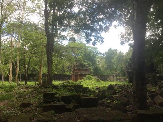 「大プリアカン」中央寺院のラテライトの建物